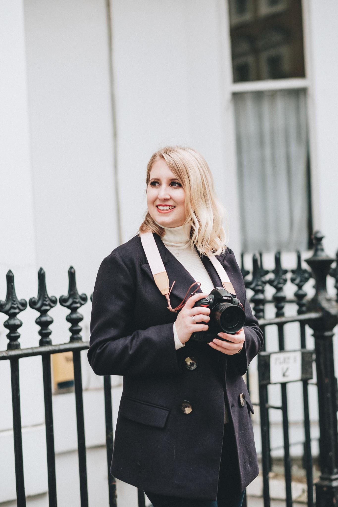 FXT18545 London Personal Brand Photographer Hayley Richardson | The London Mews | Personal Brand Photography