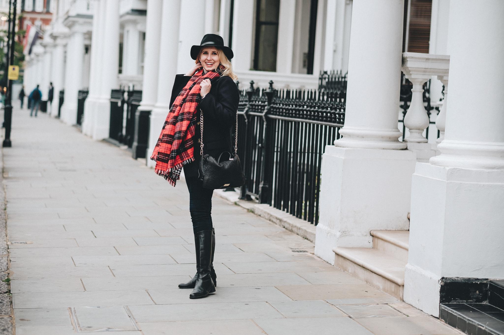 FXT18666 London Personal Brand Photographer Hayley Richardson | The London Mews | Personal Brand Photography